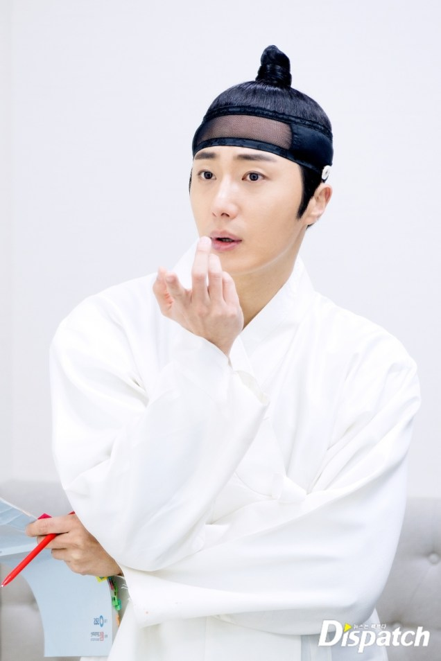 2019 2 11 Jung Il-woo BTS Haechi Episode 1. Cr. SBS, Dispatch. 11