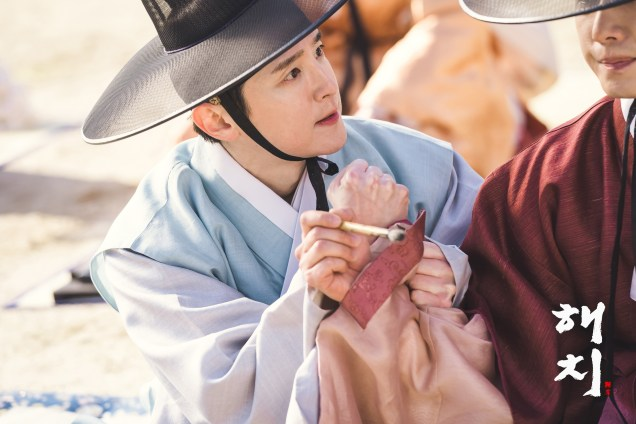 2019 2 11 Jung Il-woo BTS Haechi Episode 1. Cr. SBS, Dispatch. 20