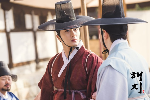 2019 2 11 Jung Il-woo BTS Haechi Episode 1. Cr. SBS, Dispatch. 21