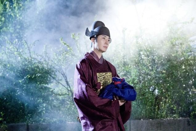 Jung II-woo in the Night Watchman's Journal Episode 5 BTS Cr. MBC   16.jpg