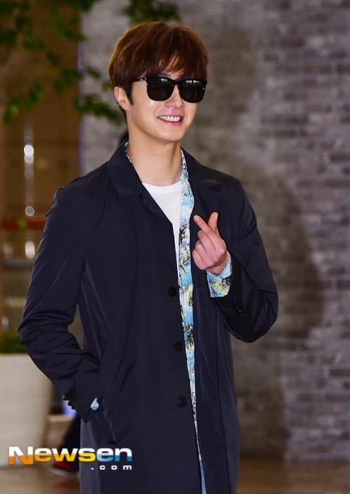 2016 4 14 Jung Il-woo at the airport in route to Japan for Fan Meeting. 10
