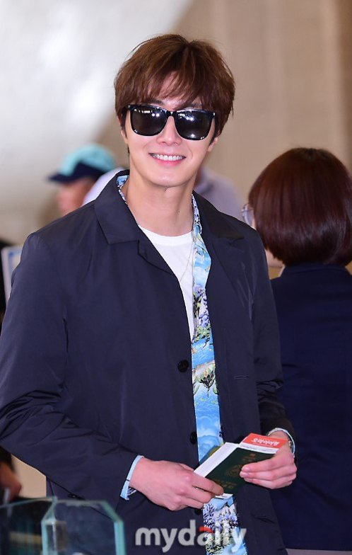 2016 4 14 Jung Il-woo at the airport in route to Japan for Fan Meeting. 12