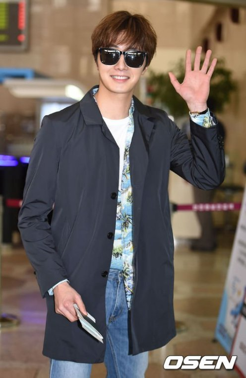 2016 4 14 Jung Il-woo at the airport in route to Japan for Fan Meeting. 14