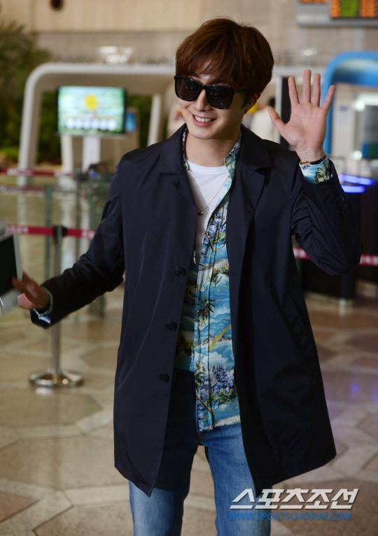 2016 4 14 Jung Il-woo at the airport in route to Japan for Fan Meeting. 4