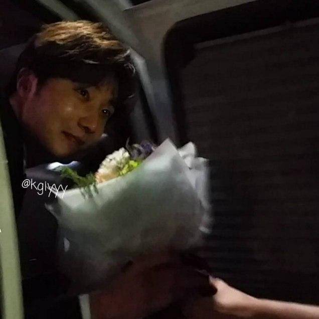 2016 5 21 Jung Il-woo at the Asian Model Awards. Leaving. Fan Taken. 1