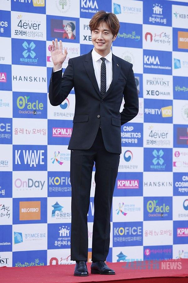 2016 5 21 Jung Il-woo at the Asian Model Awards. Photo Pose. 10
