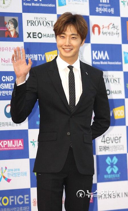 2016 5 21 Jung Il-woo at the Asian Model Awards. Photo Pose. 12