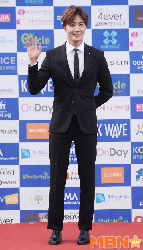 2016 5 21 Jung Il-woo at the Asian Model Awards. Photo Pose. 13