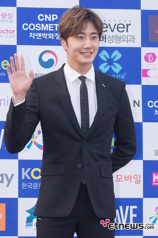 2016 5 21 Jung Il-woo at the Asian Model Awards. Photo Pose. 6