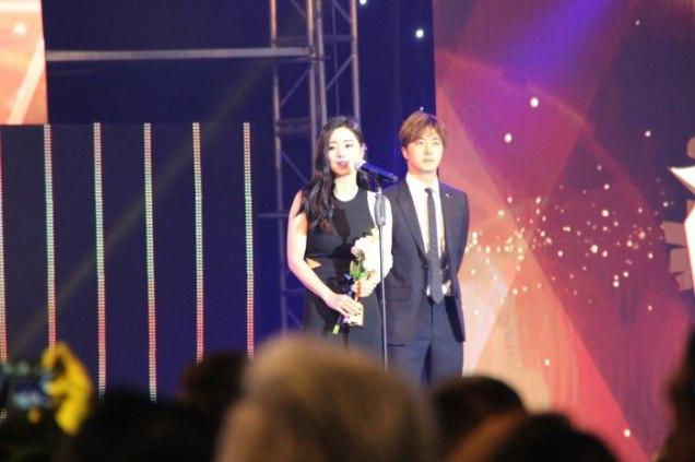 2016 5 21 Jung Il-woo at the Asian Model Awards. Receiving Award. Cr Paring 5