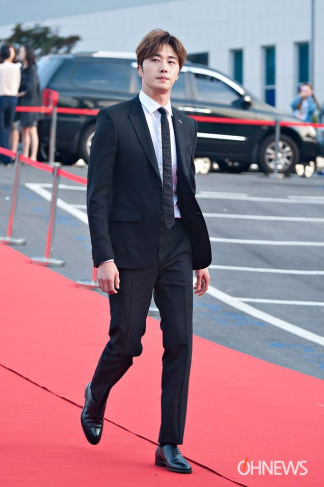 2016 5 21 Jung Il-woo at the Asian Model Awards. Red Carpet walk in. 4