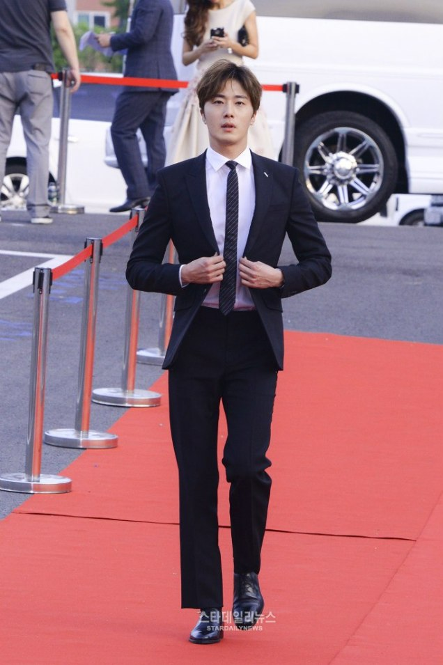 2016 5 21 Jung Il-woo at the Asian Model Awards. Red Carpet walk in. 7