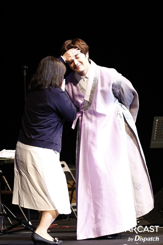 2016 Jung Il-woo in his 10th Thank You Fan Meeting in Japan. Cr. Starcast 36.jpg