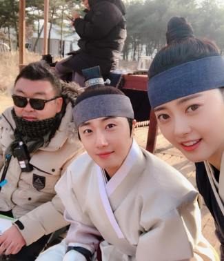 2019 2 26 Jung Il-woo in Haechi Episode 6 (11,12) Behind the Scenes. Cr. SBS 5