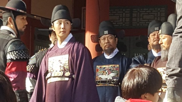 2019 3 18. Jung Il-woo in Haechi Episode 11. Behind the Scenes and Website photos. Cr. SBS 1.jpg