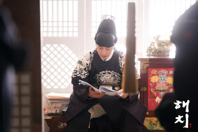 2019 4 9 Jung Il-woo in Haechi episode 17 (33-34). Website Photos. Cr. SBS 10