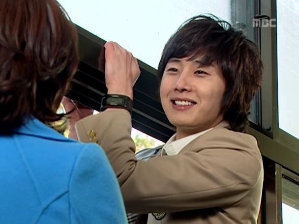 Jung Il-woo as Yoon-ho in Unstoppable High kick. 200716