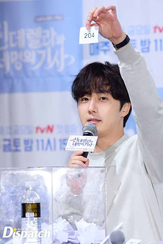 2016 8 12 Jung Il-woo for Starcast Naver. Cinderella and the Four Knights Production Conference. 38.jpg