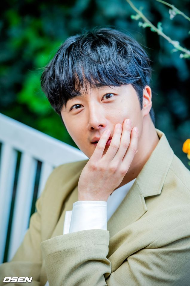 Jung II-woo for Osen interview. May 1, 2019.jpg