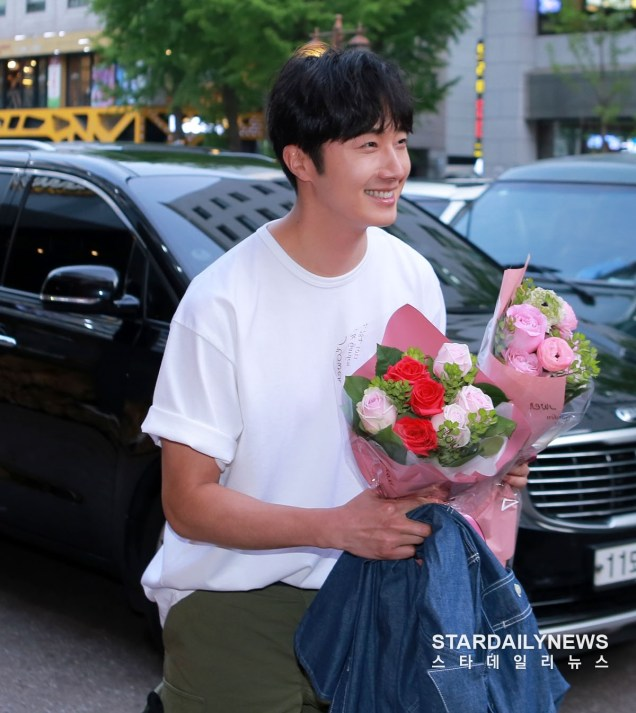 Jung Il-woo arrives to the Wrap Up Party of Haechi. April 30, 2019. 25