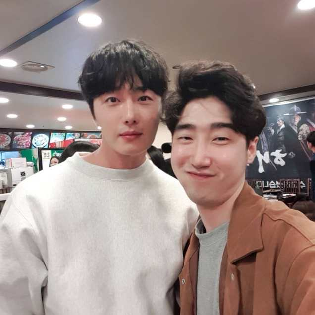Jung Il-woo in selfies at the Wrap Up Party of Haechi. April 30, 2019. 3