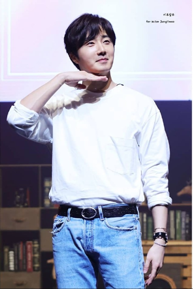 2019-6-8.-at-jung-il-woos-fan-meeting-in-seoul.-by-fan-13.-00056.jpg