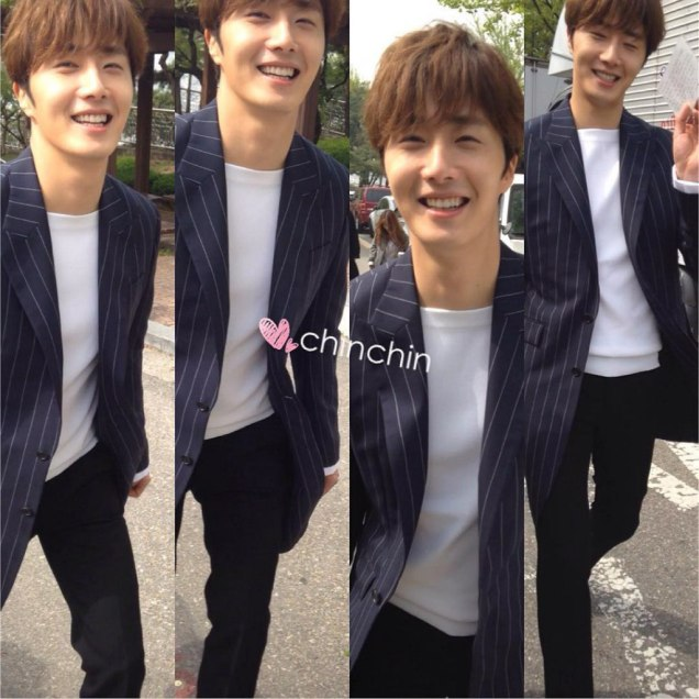 Jung Il-woo walking in the Ihwa Mural Village during the filming of Cinderealla and the Four Knights. Cr. 2015.24.9, DCIlwoo, Chinchin & Lovely_illim. 2016 29