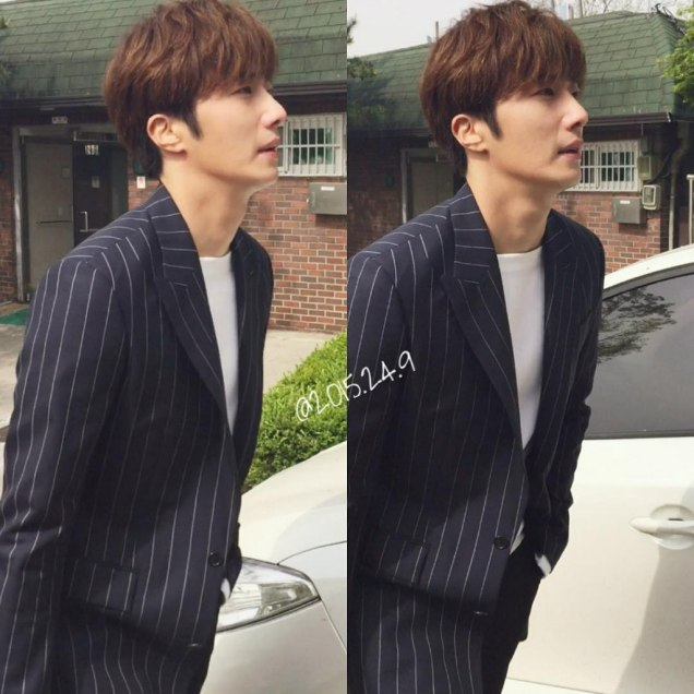 Jung Il-woo walking in the Ihwa Mural Village during the filming of Cinderealla and the Four Knights. Cr. 2015.24.9, DCIlwoo, Chinchin & Lovely_illim. 2016 4