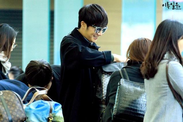 Jung Il-woo at Incheon Airport. Cr. Various. 1.jpg