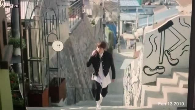 jung-il-woo-walking-at-the-ihwa-mural-village-in-episode-7-of-cinderella-and-the-four-knights.-september-2016.-cr.-tvn-_dvd.original