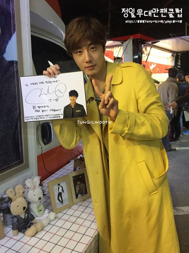 Jung Il-woo in Cinderella and the Four Knights. Episode 8. Cr. tvN Yellow Overcoat. Fan Take. Cr. on them. PNG5