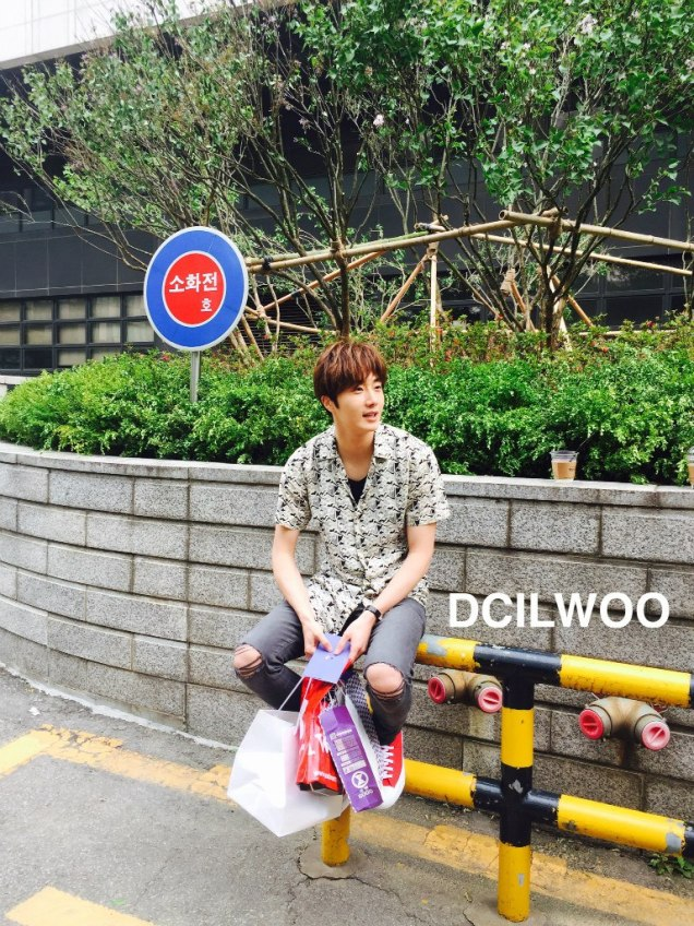 2016 5 Jung Il-woo in Cinderella and the Four Knights Episode 1. Fan Taken. Cr. On Photo. 21