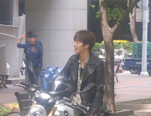 2016 5 Jung Il-woo in Cinderella and the Four Knights Episode 1. Fan Taken. Cr. On Photo. 23