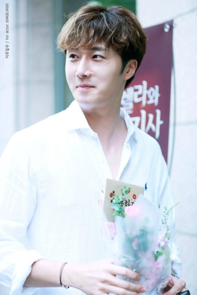 2016 6 1 Jung Il-woo at the Wrap Up Party for Cinderella and the Four Knights. 13