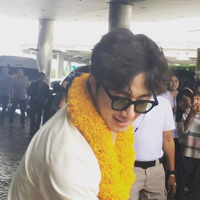 2016 6 5 Jung Il-woo arrives to the airport in Thailand for the filming of Love and Lies. 11