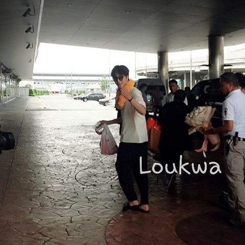 2016 6 5 Jung Il-woo arrives to the airport in Thailand for the filming of Love and Lies. 23