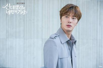2016 9 17. Jung Il-woo in Cinderella and the Four Knights Episode 12. Cr. tvN. Website Photos 3