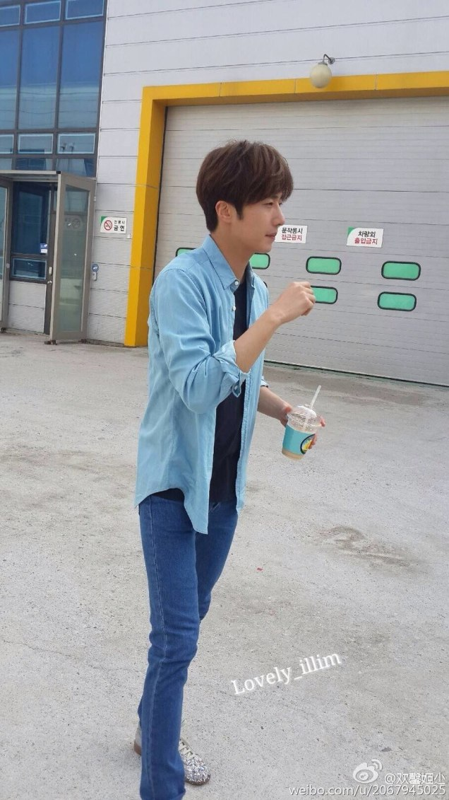 2016 Jung Il-woo in Cinderella and the Four Knights. Behind the Scenes. Fan Taken Blue Shirt. Cr. tvN 142