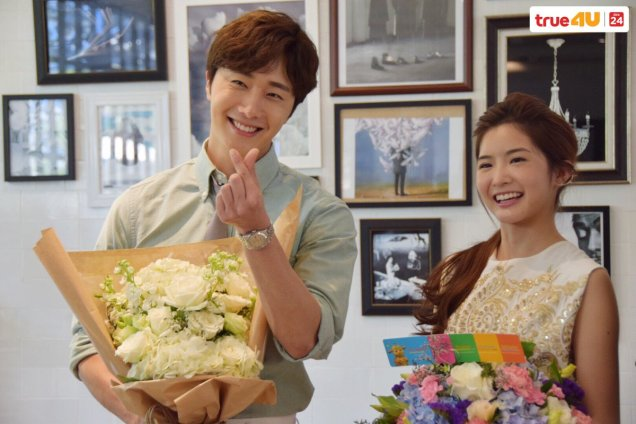 Jung Il-woo with Mild welcomed on their first day of shooting Love and Lies. Cr. LeayDoDee Studio & True 4U TV. 11