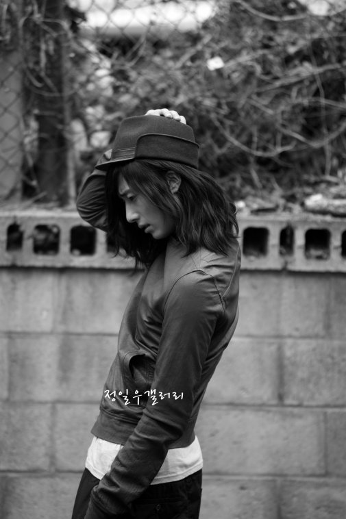 2009 3 Elle Girl JIW 4.jpg