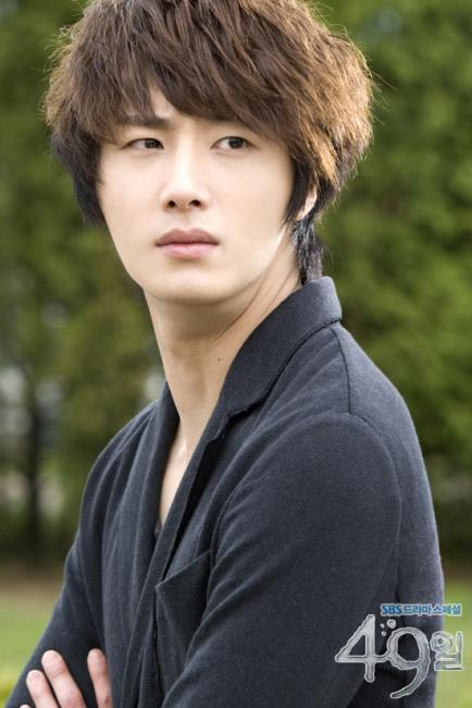 2011 Jung Il woo as The Scheduler in 49 Days. Black Jacket. 4.jpg