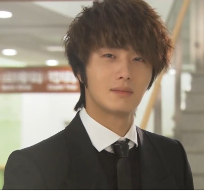 2011 Jung Il woo as The Scheduler in 49 Days. Black Jacket. 7.jpg
