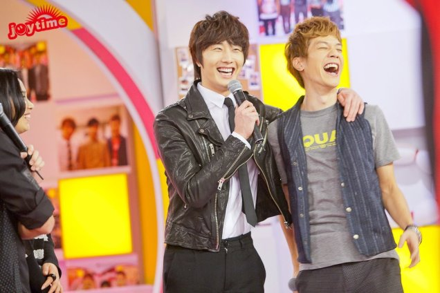 2012 10 23 Jung II-woo travels to Taiwan. 100% Entertainment Show Part 2 Show00005