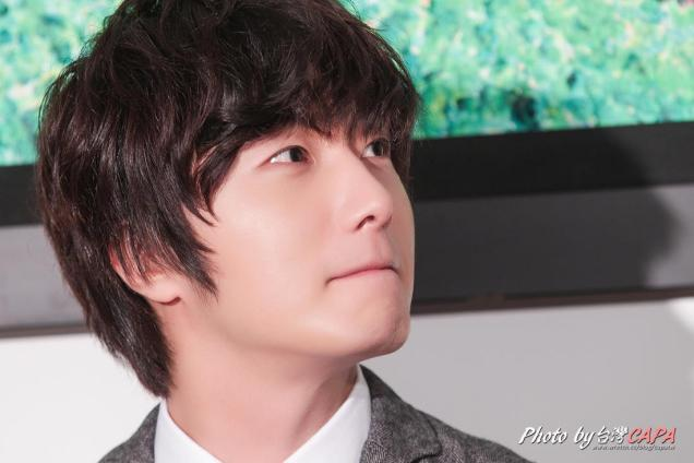 2012 10 23 Jung II-woo travels to Taiwan. China News 360 Interview Photos 00005