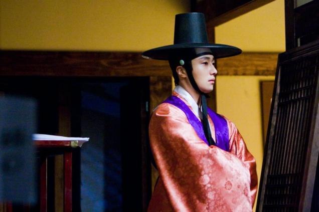 2012 2 Jung II-woo in The Moon that Embraces the Sun Episode 13 BTS 00013