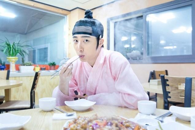 2014 8 Jung II-woo in Night Watchman's Journal BTS in Pink 19