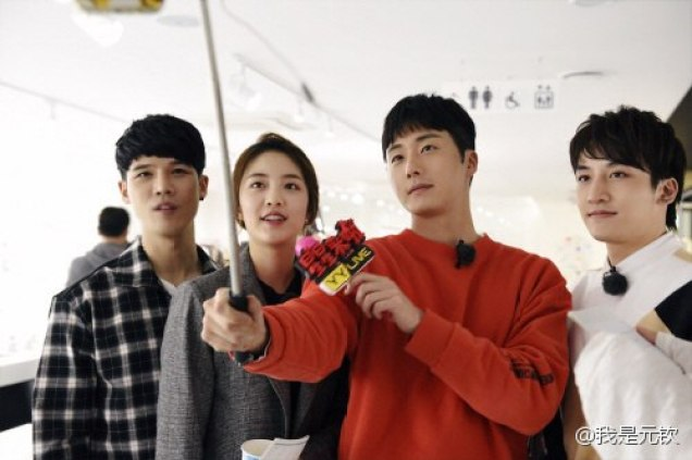 2016 11 Jung Il-woo in Star Shop. Interview with orange sweater and cast. 1