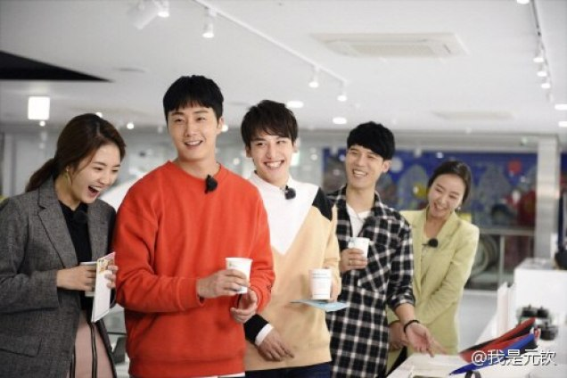 2016 11 Jung Il-woo in Star Shop. Interview with orange sweater and cast. 2