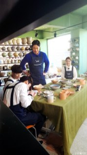 2016 11 Jung Il-woo in Star Shop. Making pottery. 7