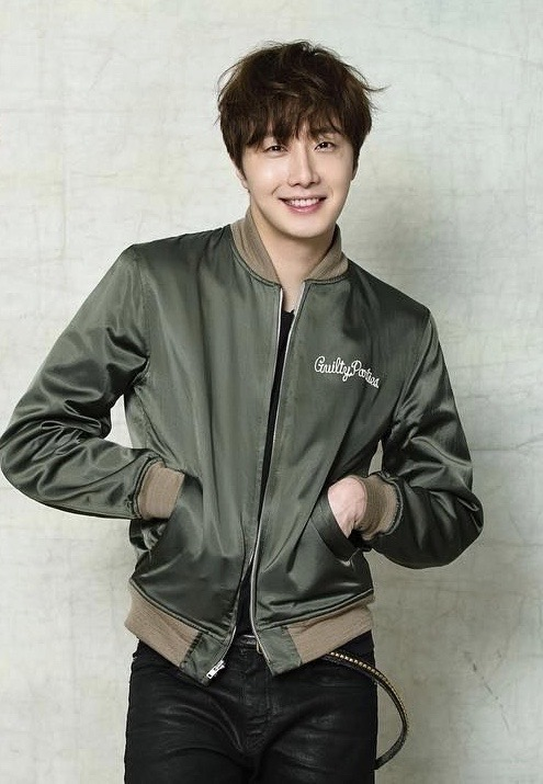 2016 Jung Il woo images with the Green Jacket from his 10th Anniversary. 1